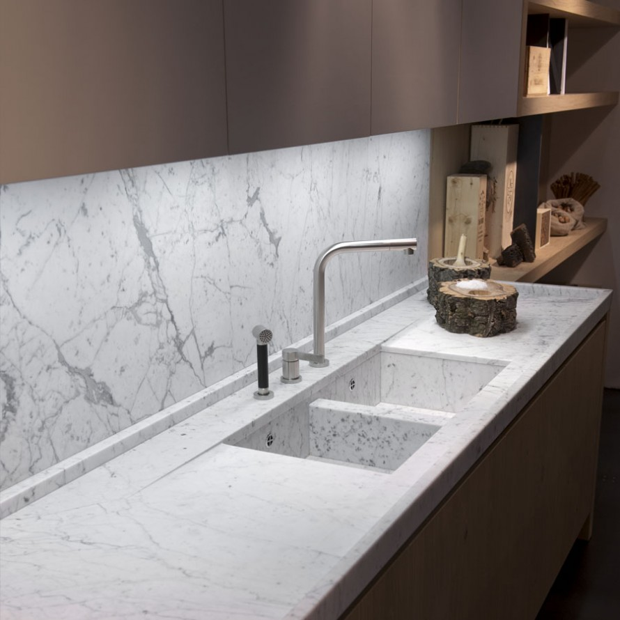 Piano cucina con rivestimento paraschizzi marmisavegnago - Piano cucina in marmo ...